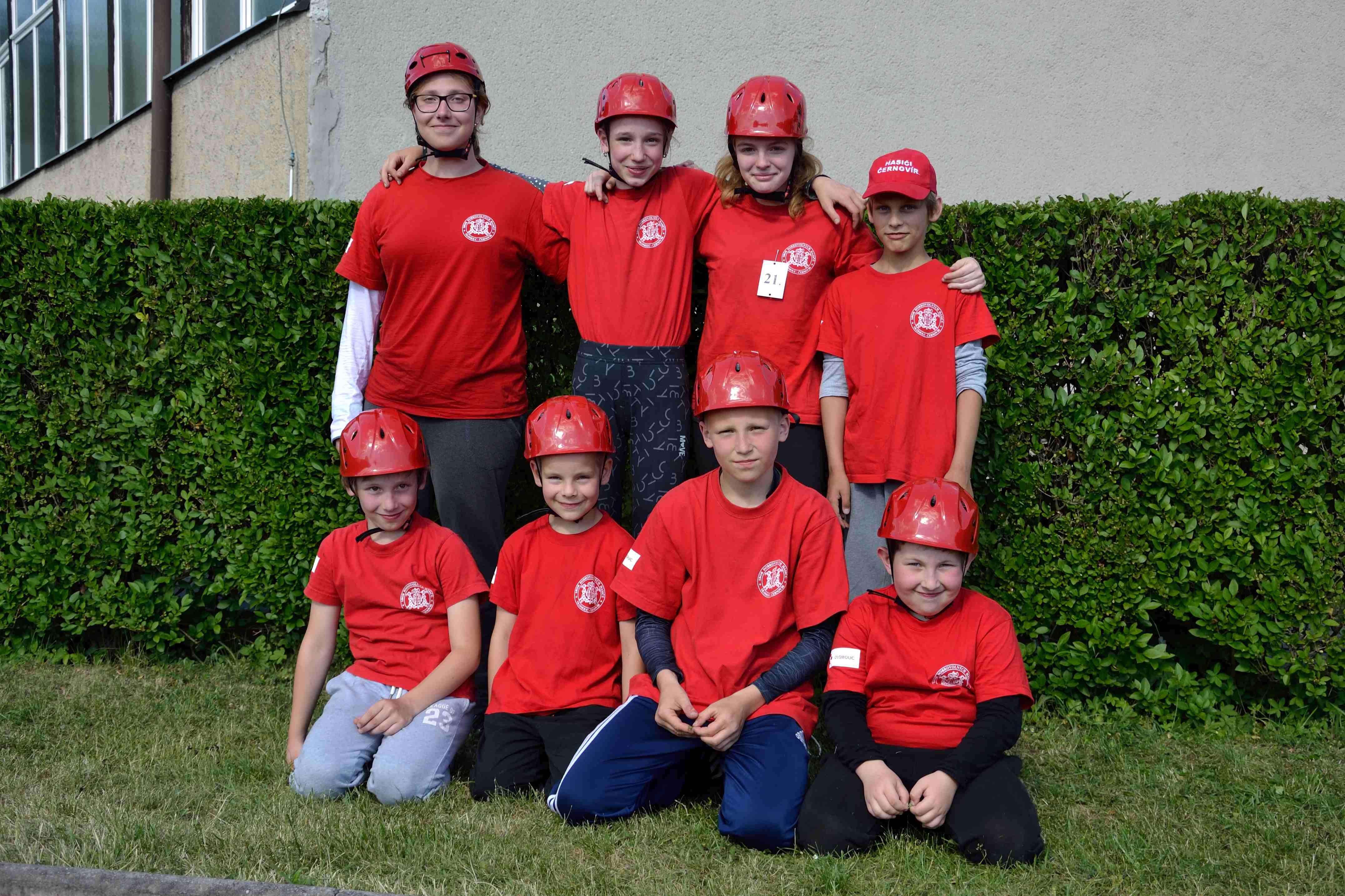 Kolektiv mladých hasičů.