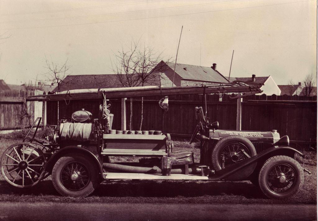 Požární automobil Tatra.